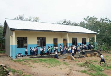 新しい図書室が入っている学校の外観